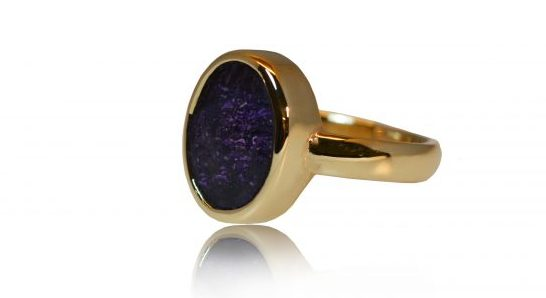Large oval ashes ring in gold - side view