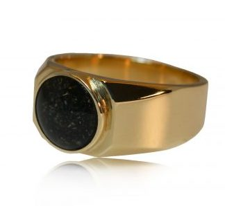 modern ashes signet ring in gold - side view