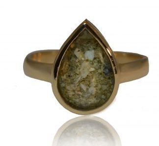 Teardrop ashes ring in gold